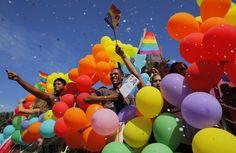Santo Domingo, Domenikanische Republik Besucher der farbenfrohen Gay Pride in Santo Domingo. Sonntag, 3. Juli 2011.  Bild: Eduardo Munoz/Reuters
