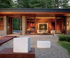 For a client's guesthouse and studio/library on the Nevada side of Lake Tahoe, architect Roderick Ashley designed two pavilions. A marble-and-steel sculpture by the project's landscape architect, Robert Murase, and his son Scott leads to the guesthouse. Porches, Architecture Antique, Modern Architecture, Residential Architecture, Minimalist Garden, Modern Minimalist, Carriage House Apartments, Garden Design, House Design