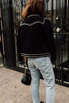 the coolest suede studded jacket. a little bit rock n' roll! Studded Jeans, Studded Jacket, Blue Suede Jacket, Denim Fashion, Punk Fashion, Lolita Fashion, Estilo Rock, Diy Vetement, Jacket Style