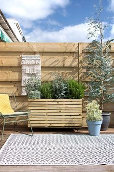 Making planter from wood - Chore - MY ATTIC for KARWEI / DIY planter for the garden / garden / planter Photography: Marij Hessel - Outdoor Balcony, Balcony Garden, Outdoor Decor, Diy Planters, Garden Planters, Small Yard Landscaping, Diy Trellis, Outdoor Chandelier, Outdoor Projects