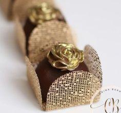 Como Fazer Forminhas para Doces: Passo a Passo +29 Fotos | Revista Artesanato Chocolate Shop, Chocolate Lovers, Delicious Desserts, Dessert Recipes, Wedding Cake Pops, Food Humor, Mini Cakes, Dessert Table, Cake Decorating