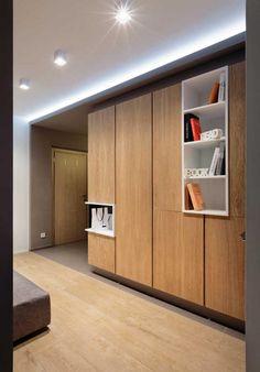 Modern lakás egy fiatal férfinak - semleges és sárga színek, remek világítás, meleg fa elemek