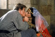 Ivanhoe and Rebecca (Anthony Andrews and Olivia Hussey) Anthony Andrews, Middle Age Fashion, Paul Martin, Olivia Hussey, Big And Rich, Romantic Scenes, Movies And Tv Shows, Movie Tv, Tv Series