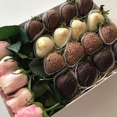 Hot chocolate with banana - Clean Eating Snacks Chocolate Dipped Strawberries, Chocolate Covered Strawberries, Food Bouquet, Flower Box Gift, Strawberry Dip, Chocolate Bouquet, Love Is In The Air, Edible Arrangements, Homemade Chocolate