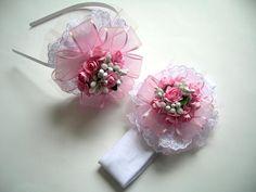 Kız bebek annelerine özel çalıştığım, anne-kız taç ,saç bandı seti.  Size özel tasarımlar...   Not: çiçeklerin boyutu küçük olabilir,renk açık olabilir.