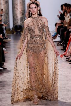 See the complete Elie Saab Spring 2017 Couture collection. The complete Elie Saab Spring 2017 Couture fashion show now on Vogue Runway. Elie Saab Haute Couture, Haute Couture Paris, Style Haute Couture, Couture Fashion, Runway Fashion, Spring Couture, Juicy Couture, Couture Week, Paris Fashion