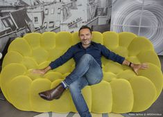 Sacha Lakic on his BUBBLE sofa in Buenos Aires for the celebrations of 25 years of Roche Bobois in Argentina. Basement Furniture, Sofa Furniture, Furniture Design, Modern Sofa Designs, Sofa Set Designs, Living Tv, Bedroom Bed Design, Luxury Sofa, Recycled Furniture