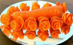 Art In Carrot Rose Flower, Vegetable Carving Garnish, Food Decoration, Party Garnishing. - Art In Fruit & Vegetable Carving Lessonschips=q:ItalyPaul - Art In Fruits Decoration, Vegetable Decoration, Decoration Party, Food Decorations, Veggie Art, Fruit And Vegetable Carving, Vegetable Shop, Vegetable Slicer, Vegetable Curry