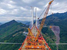 A ponte de Beipanjiang, que vai ligar as províncias de Guizhou e Yunnan durante…