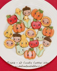 330 отметок «Нравится», 7 комментариев — Marielle de Vroome (@dekoekenbakkers) в Instagram: «Thanksgiving/Fall mini's 🌻🍎🍐🌽🍊 This mini cookie cutter set is now available in our Etsy shop (link…»
