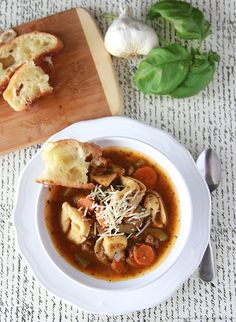 Pure Clean Fitness: Happy Fit Friday - Italian Tortellini Soup and Cir. Soup Recipes, Dinner Recipes, Chili Recipes, Recipies, Good Food, Yummy Food, Delicious Meals, Tortellini Soup, Healthy Soup