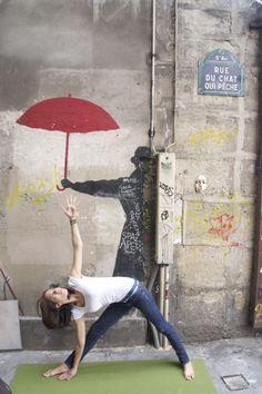 Street yoga in Paris