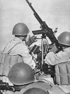 Destinée à remplacer toutes les mitrailleuses d'accompagnement de l'infanterie, la Breda mod.37 fut considérée comme l'une des meilleures armes italie...