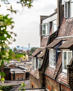 As one of the highest points in London, Hampstead has great views of the city's iconic landmarks. You can catch great rooftop views from there. #london #hampstead #skyline #england #travel