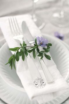 Pretty Spring Napkin Rings with Pansy - indoorlyfe.com