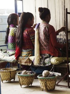 Weavers working in synchronisation on the loom knotting Ikat Bamboo Charcoal.  #weaving #wool #handmade #rug #nepal