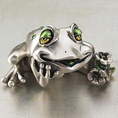 Italian Silver Frog with Daisy Sculpture Funny Frogs, Cute Frogs, Frog Drawing, Frog Art, Animal Rings, Frog And Toad, Fantasy Jewelry, Wildlife Art, Spirit Animal