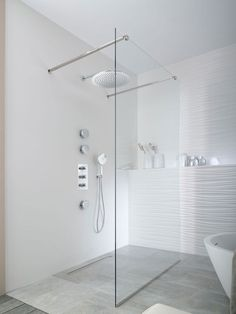 Bathroom Design Luxury, Modern Bathroom Design, Toilet Room Decor, Tile Shower Niche, Minimalist Showers, Bathroom Showrooms, Shower Remodel, Bathroom Styling, Bathroom Inspiration