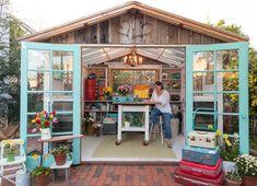 i want an art studio Craft Shed, Garage Shed, Garden Sheds, Backyard Sheds, Garden Tools, Garden Fun, Patios, People Talk, Small Buildings