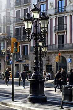 The city heartbeat. Las Ramblas, Barcelona. March, 2015.5.6; 1/160s; ISO 200; FL:50mm. © Juan Manuel Saenz de Santa María, 2015.