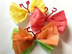activité manuelle primaire, des papillons en papier crépon multicolores, bricolage de printemps pour printeps