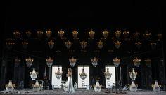 La escenografía de 'I puritani' en el Teatro Real es obra de Daniel Bianco.