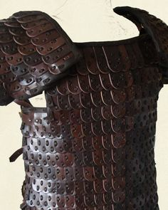 Leather armours reference Source by yvox Lamellar Armor, Sca Armor, Viking Armor, Viking Garb, Leather Armor, Leather Pouch, Vikings, Chinese Armor, Female Armor