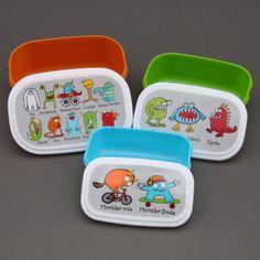 3 boites à goûter ou déjeuner enfants sans BPA Monstres Tyrrell Katz. Pour le déjeuner ou le goûter, à l'école, à la crèche, chez la nounou. Couvercles hermétiques. 3 Boites repas gigognes. Compatibles congélateur, micro-onde et lave-vaisselle. http://www.lilooka.com/dehors/gourdes-et-boites-enfants-sans-bpa/3-boites-a-gouter-ou-dejeuner-enfants-sans-bpa-monstres-tyrrell-katz.html