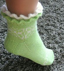 Ravelry: Juhannustanssi pattern by Merja Ojanperä Knitting Charts, Knitting Socks, Hand Knitting, Crochet Shoes, Knit Crochet, Mitten Gloves, Mittens, Baby Slippers, Pattern Library