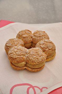 Paris Brest pastry from Patisserie des Reves A tester très vite ! Sunday Coffee, Paris Brest, Paris Shopping, Profiteroles, Pastry Shop, Beautiful Cakes, A Table, Pasta, Sweets