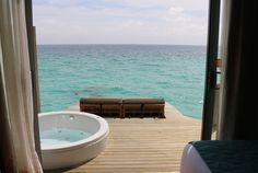 Ein Flossenschlag von Malé: Centara Ras Fushi Resort #maldives #watervilla