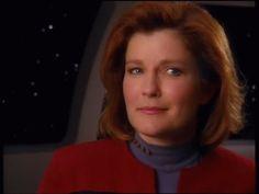Captain Kathryn Janeway - USS Voyager (Kate Mulgrew) Beauty in the space! Star Trek 4, Film Star Trek, Star Trek Enterprise, Star Trek Voyager, Captain Janeway, Kate Mulgrew, Star Trek Universe, Marvel Universe, Firefly Serenity