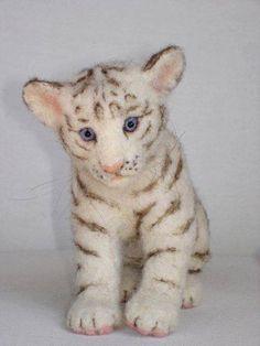 Needle Felted White Tiger Cub by Tamara Needle Felted Animals, Felt Animals, Baby Animals, Cute Animals, Wet Felting, Needle Felting, White Tiger Cubs, Felt Cat, Cat Sitting