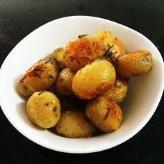 Aprenda a preparar a receita de Batata ao murro com alecrim