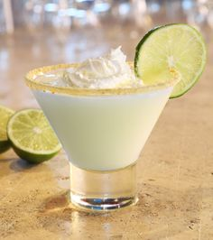 Key Lime Pie Martini 1 Part Licor 43 2 Parts Luksusowa Vodka 2 Parts Cream 1 Part Lime Juice Pour ingredients into a mixing cup filled with ice. Rim the glass with crushed graham crackers. Shake and strain into a martini glass. Garnish with a lime wheel. Summer Cocktails, Cocktail Drinks, Fun Drinks, Alcoholic Drinks, Cocktail Glass, Cocktail Shaker, Mixed Drinks, Party Drinks, Vintage Cocktails