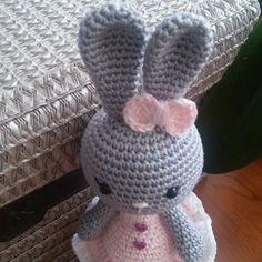 Eprecske - horgolt húsvéti nyuszi lány (MySweetGurumi) - Meska.hu Crochet Hats, Diy, Amigurumi, Knitting Hats, Bricolage, Do It Yourself, Homemade, Diys, Crafting