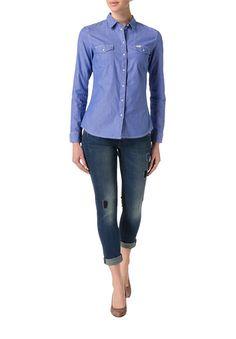 Für alle Großstadt-Cowgirls: schmal geschnittene Bluse im Western-Stil.