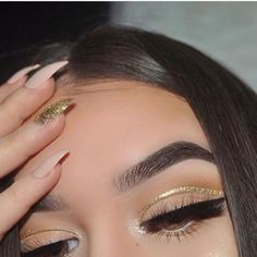 Change your look with these different eyeliner styles. 9 Different Eyeliner Looks. Perfect Makeup, Cute Makeup, Gorgeous Makeup, Pretty Makeup, Makeup Looks, Makeup Inspo, Makeup Inspiration, Makeup Tips, Beauty Makeup