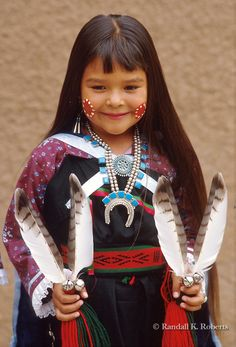 Native American Indian Girl | Violet Dawn Ahmie of Laguna Pueblo, poses after dancing at the Gallup ...