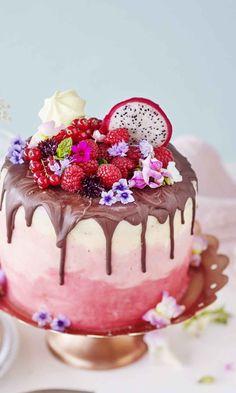 Valkosuklaakakku drip cake, joka kääntää katseet!   Meillä kotona