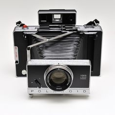 Polaroid 195 Like the Modell 180, but Tominon f3.8 / 114 mm lens instead of f4.5. Albada finder like the