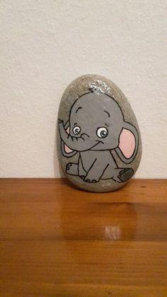 Lille elefant malet på sten med posca tusser og molotow tusser