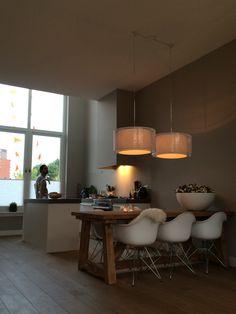 Stoere tafel met leuke kuipstoeltjes - Herenhuis I hoog plafond I grachtenpand