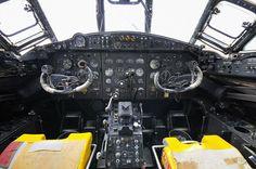 Vickers Valiant XD875 Vickers Valiant, V Force, The Valiant, Royal Air Force, Aviation, Aircraft, Planes, British, Tecnologia