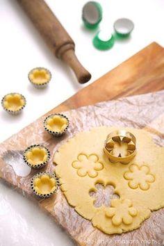 Cute idea for mini tart shells Biscuit Delacre, Biscuit Cookies, Cupcake Cookies, Cupcakes, Asian Desserts, Mini Desserts, Cookie Recipes, Dessert Recipes, Dessert Cups