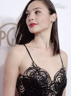 """galgadotsource: """"Gal Gadot attends the Annual Producers Guild Awards at The Beverly Hilton Hotel on January 2018 in Beverly Hills, California. Hot Actresses, Hollywood Actresses, Beautiful Actresses, Gal Gardot, Gal Gadot Wonder Woman, Celebs, Celebrities, Models, Woman Crush"""