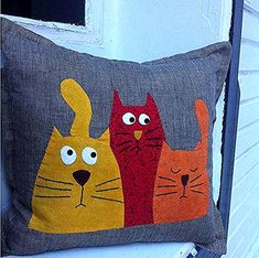 Jastuci I Jastuci Applique Cushions, Sewing Pillows, Wool Applique, Diy Pillows, Pillow Ideas, Easy Sewing Projects, Sewing Crafts, Felt Crafts, Fabric Crafts