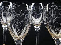 He encontrado este interesante anuncio de Etsy en https://www.etsy.com/es/listing/173610895/four-wine-glasses-branches-leaves-hand