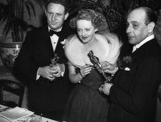 Pin for Later: Die 85 unvergesslichsten Kleider der Oscars – von 1939 bis 2015 Bette Davis bei den Oscars 1939