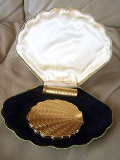 LeRage Vintage Compact(shell shaped engine turned)Lipstick in shell Case